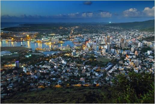 """""""Evening Port Louis"""" par Peter Kuchar (pkuchar) – Travail personnel. Licence sous CC BY-SA 3.0"""