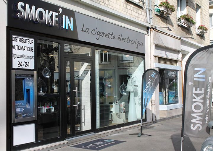 smoke in distributeur automatique de e-cigarette