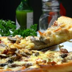 Mettre fin à sa faim en commandant une pizza à domicile